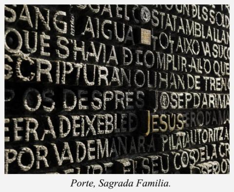 porte-facade-de-la-passion-sagrada-familia-barcelone-espagne