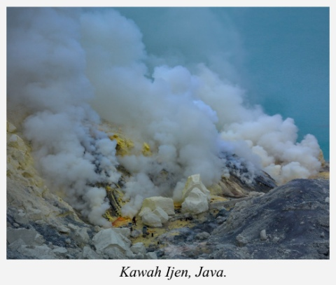 smoke-kawah-ijen-java-indonesia